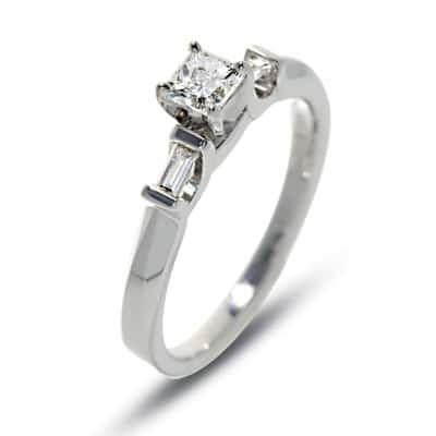 Square shaped 1 carat diamond ring