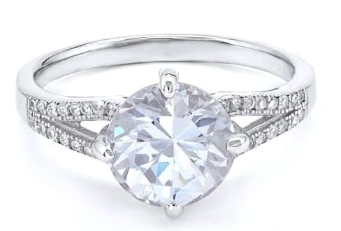 Round shaped unique diamond ring