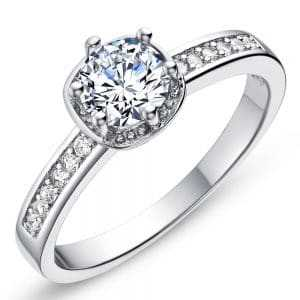 Round shaped diamond ring with side stones
