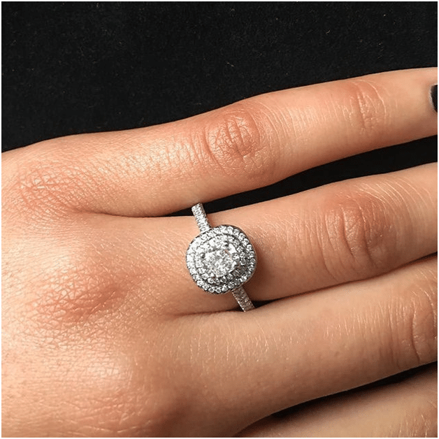 Top Tips To Buying The Perfect Engagement Ring